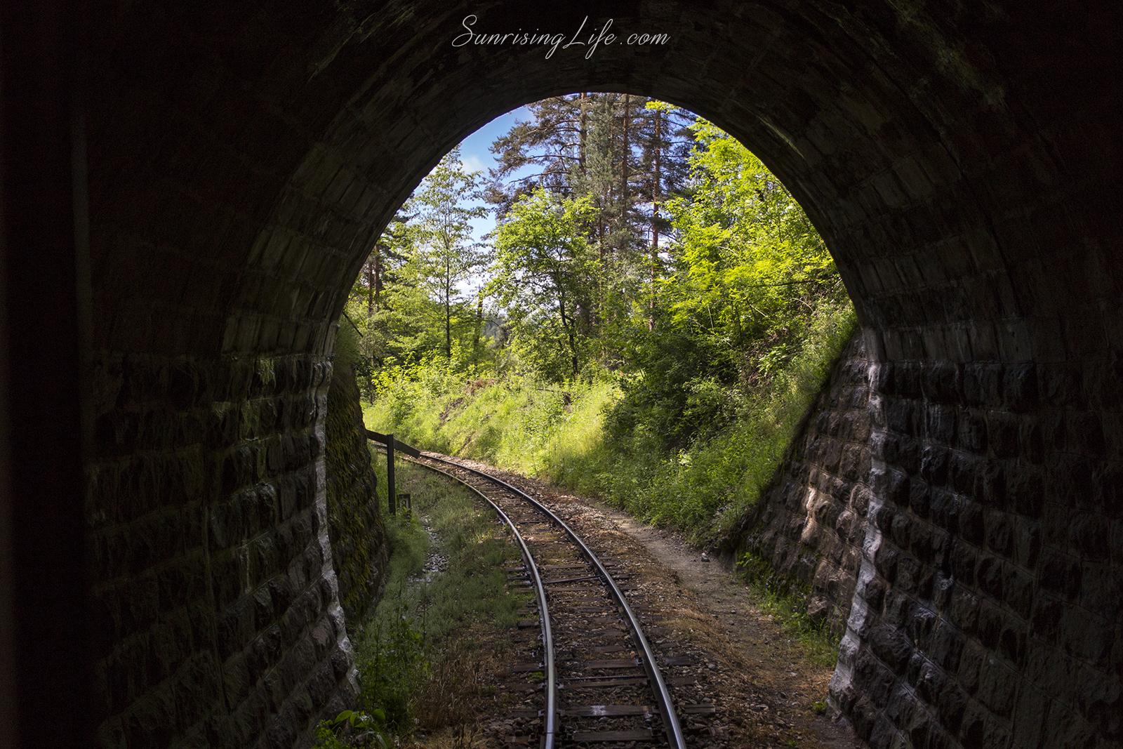 След тунела