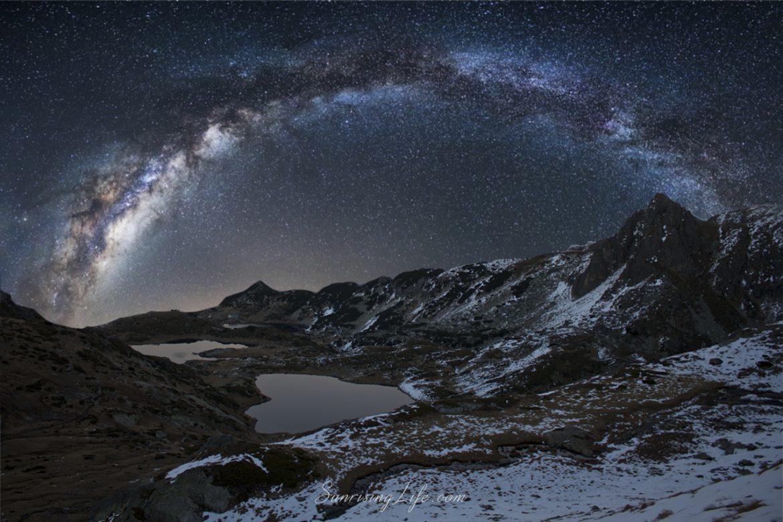 Млечния път на фона на 7те езера