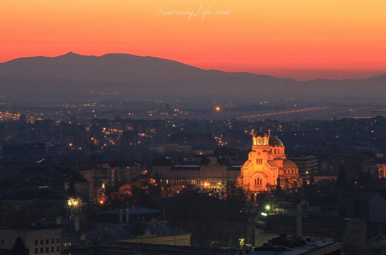 """Катедралата """"Св.Св. Александър Невски"""" по изгрев"""