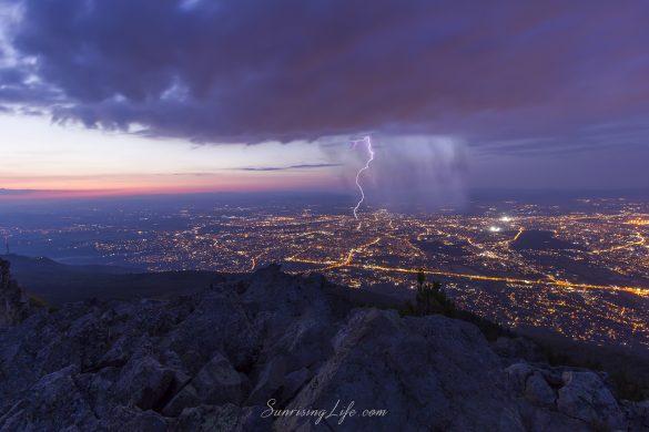Светкавици над София от връх Камен дел
