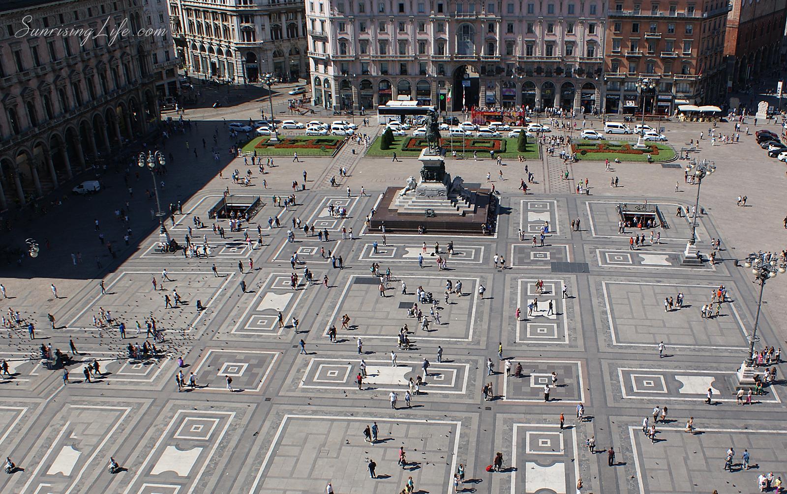 Площадът пред катедралата в Милано, Забележителности в Италия