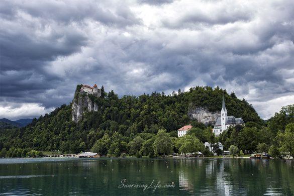 Замакът Блед на над езерото