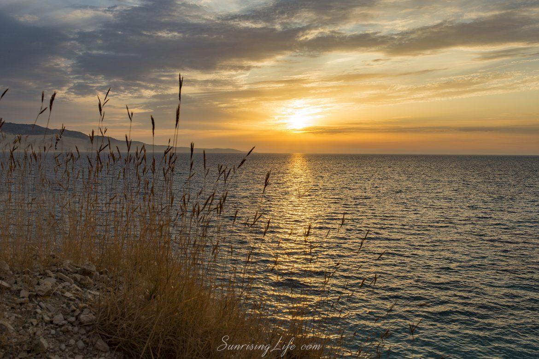 Албански залез и остров Корфу в далечината