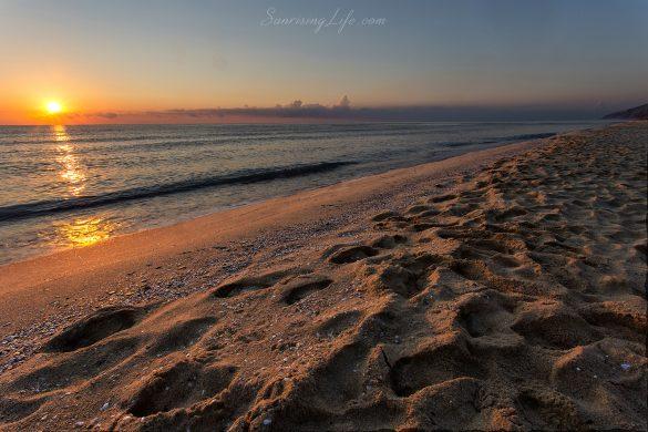 Изгрев от плаж Иракли