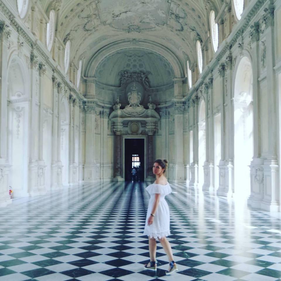 В двореца