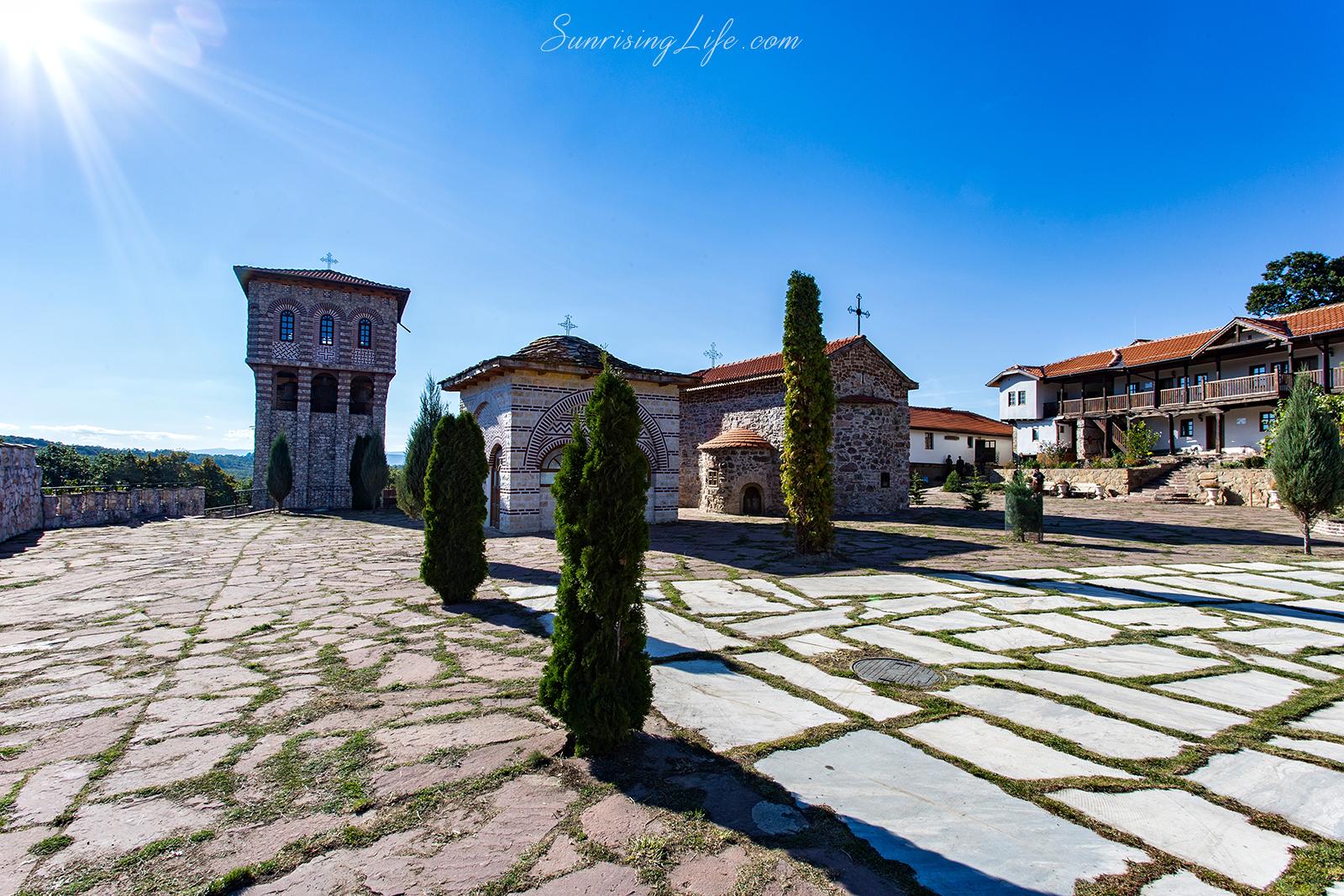 Слънчевият двор на Гигински манастир - разходка близо до София
