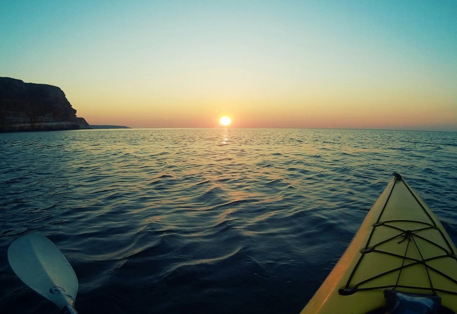 Изгрев в морето