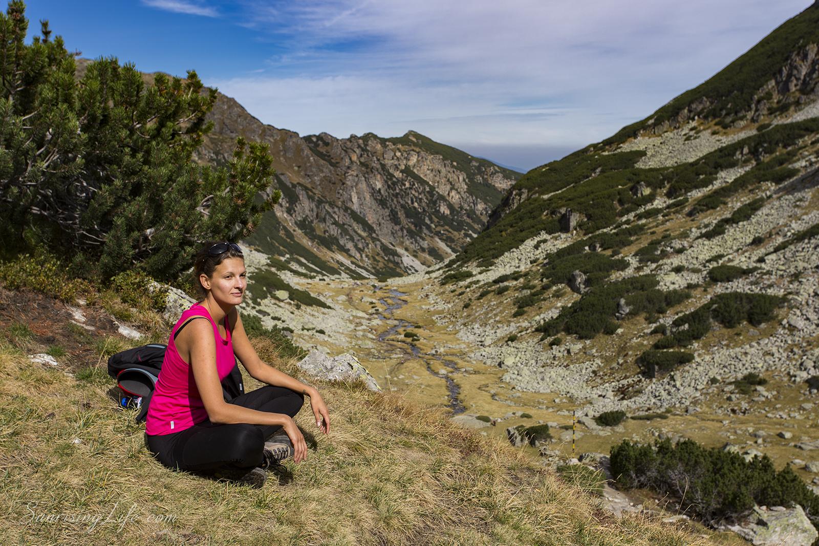 Почивка на втората тераса по пътя към връх Мальовица