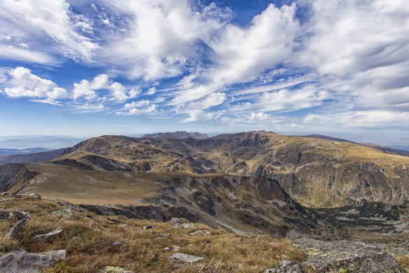 Гледка от връх Мальовица посока Урдини езера