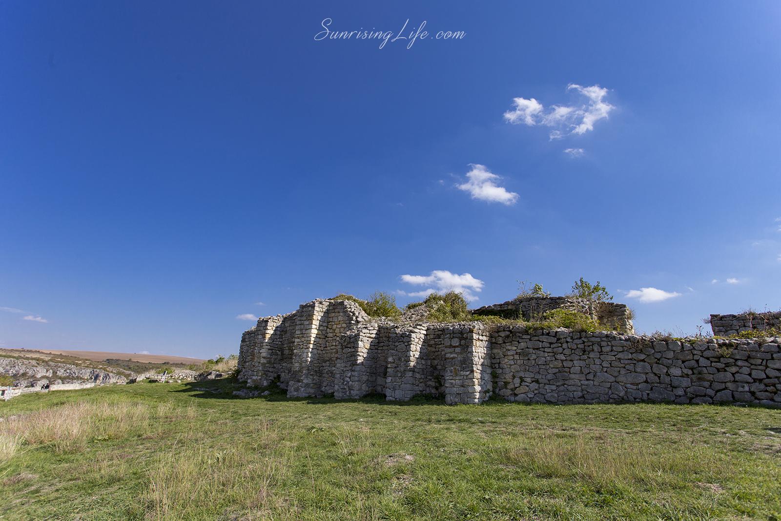 Крепостни стени, Средновековен град Червен
