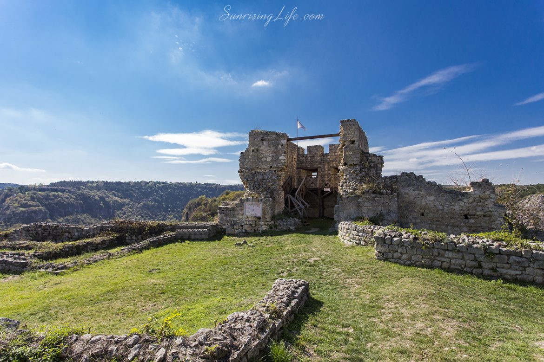 Бойна кула в средновековния град Червен