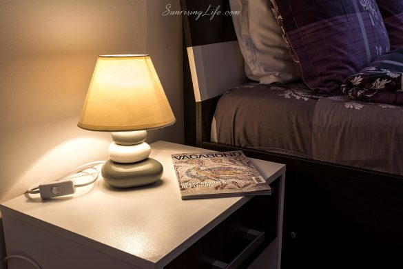 Нощна лампа на шкафче