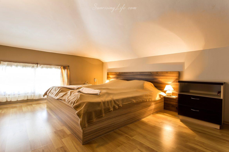 Интериорна фотография на хотелска спалня