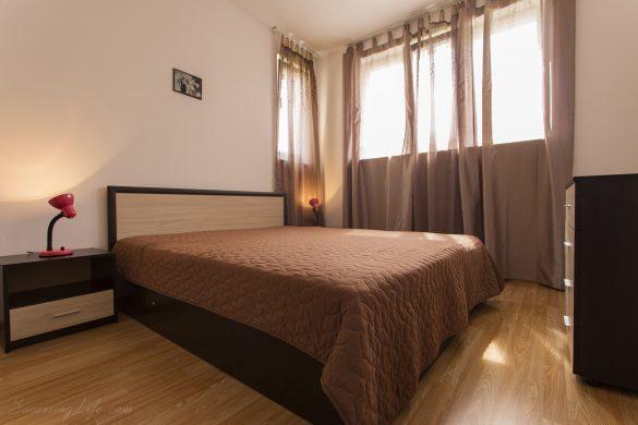 Легло в хотелска спалня