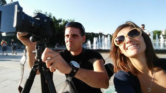 Селфи пред фонтаните на НДК