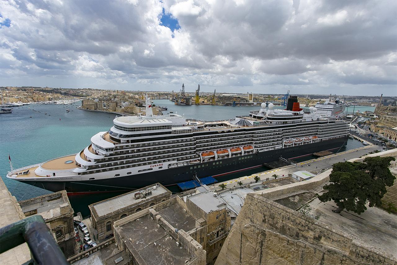 един от най-големите круизни кораби в света - Куин Елизабет