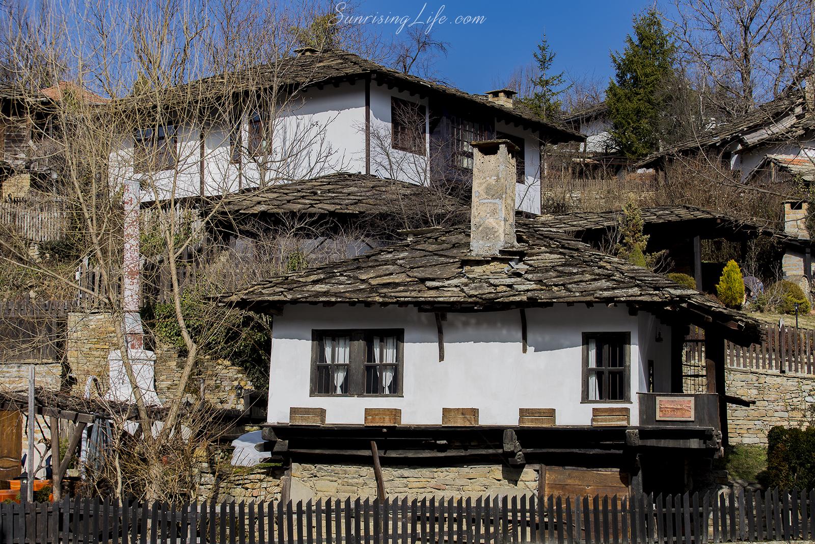 Къщите в село Боженци