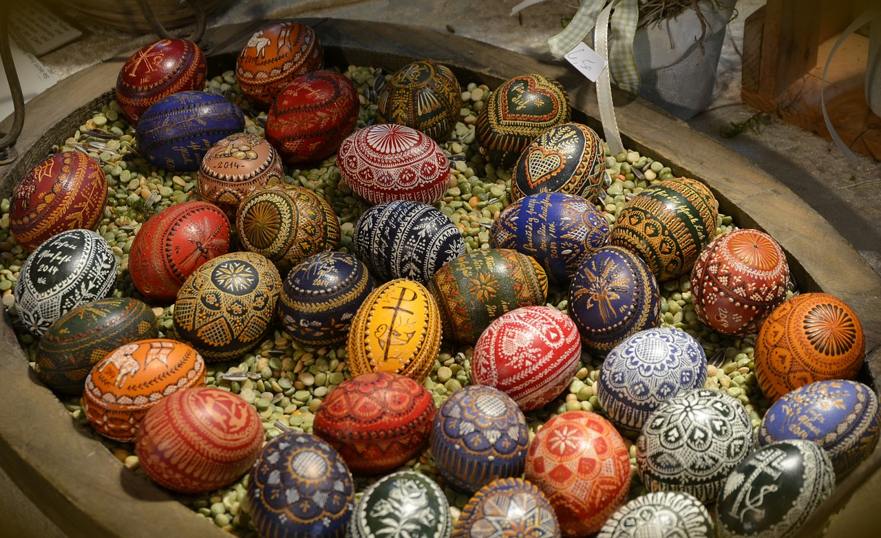 Изписани великденски яйца