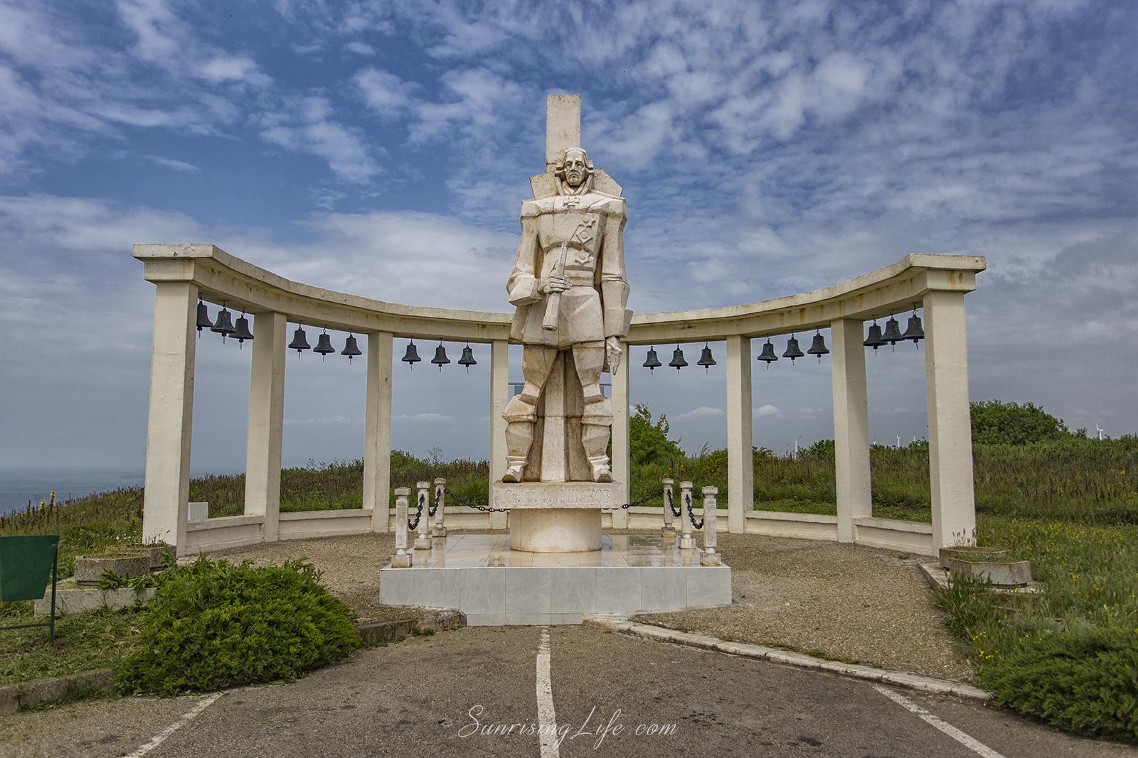 Паметник на генерал Ушаков