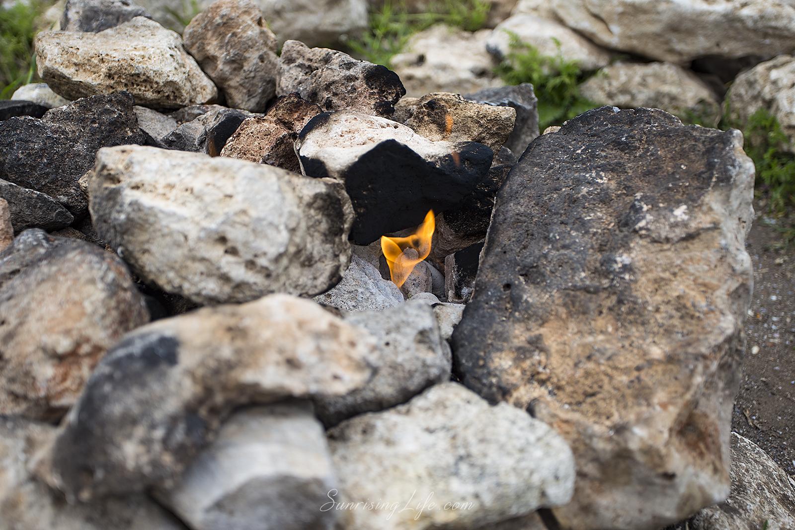"""""""Огънчето"""" край Камен бряг - забележителности на северното черноморие"""