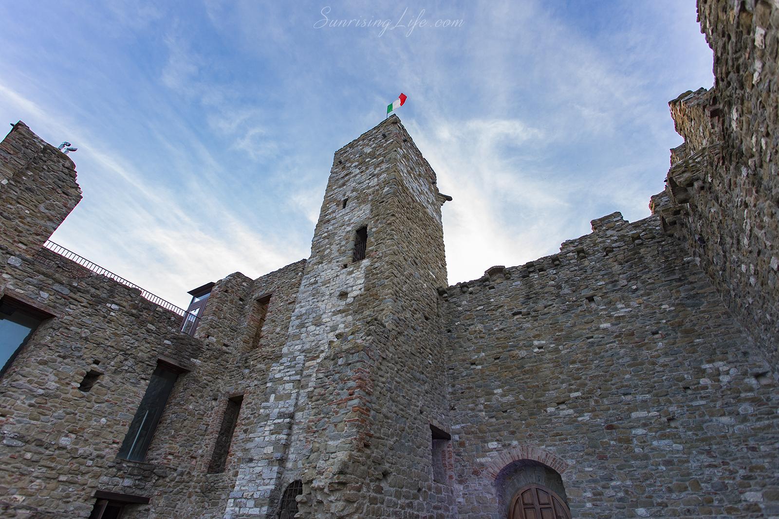 Средновековната кула в Пасиняно сул Тразимено, Езерото Тразимено