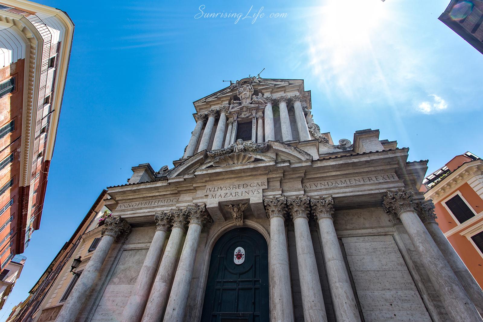 Църквата срещу Фонтана ди Треви, Забележителности в Рим
