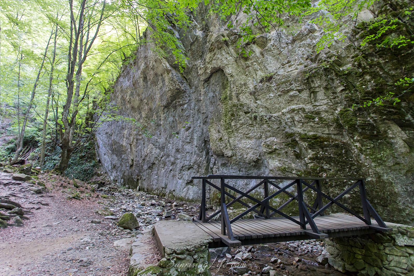 В Тетевенския Балкан, екопътека под пръските на водопада