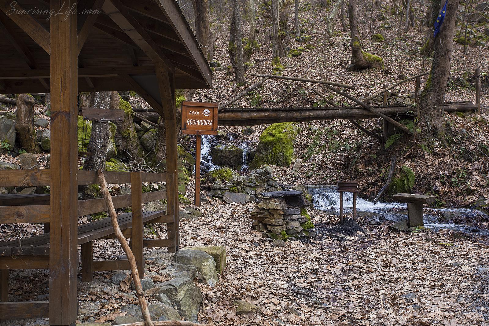Река Яворнишка и пътеката към Явонишки водопад
