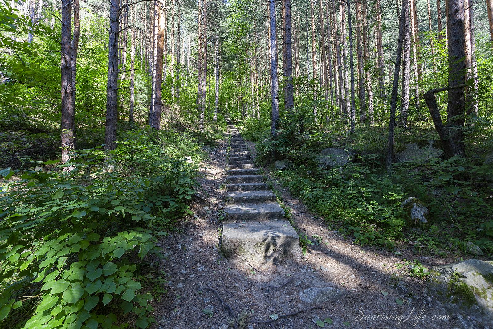 стълби към водопад горица