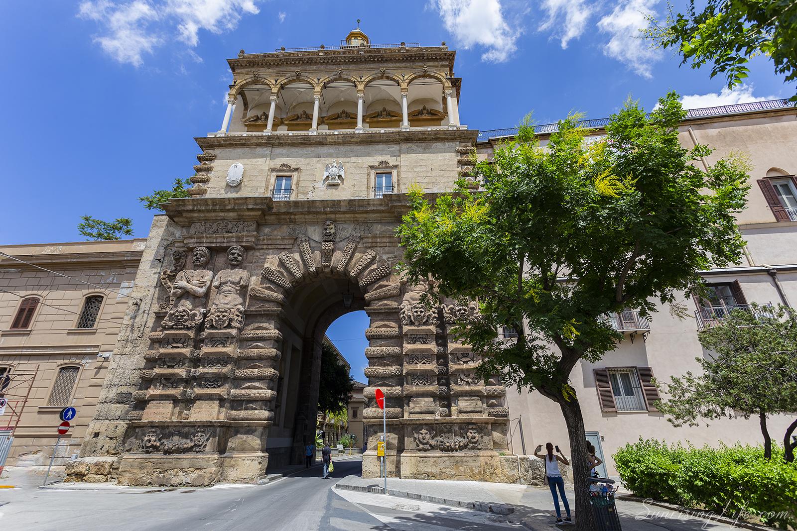 Порта Нуова в Палермо