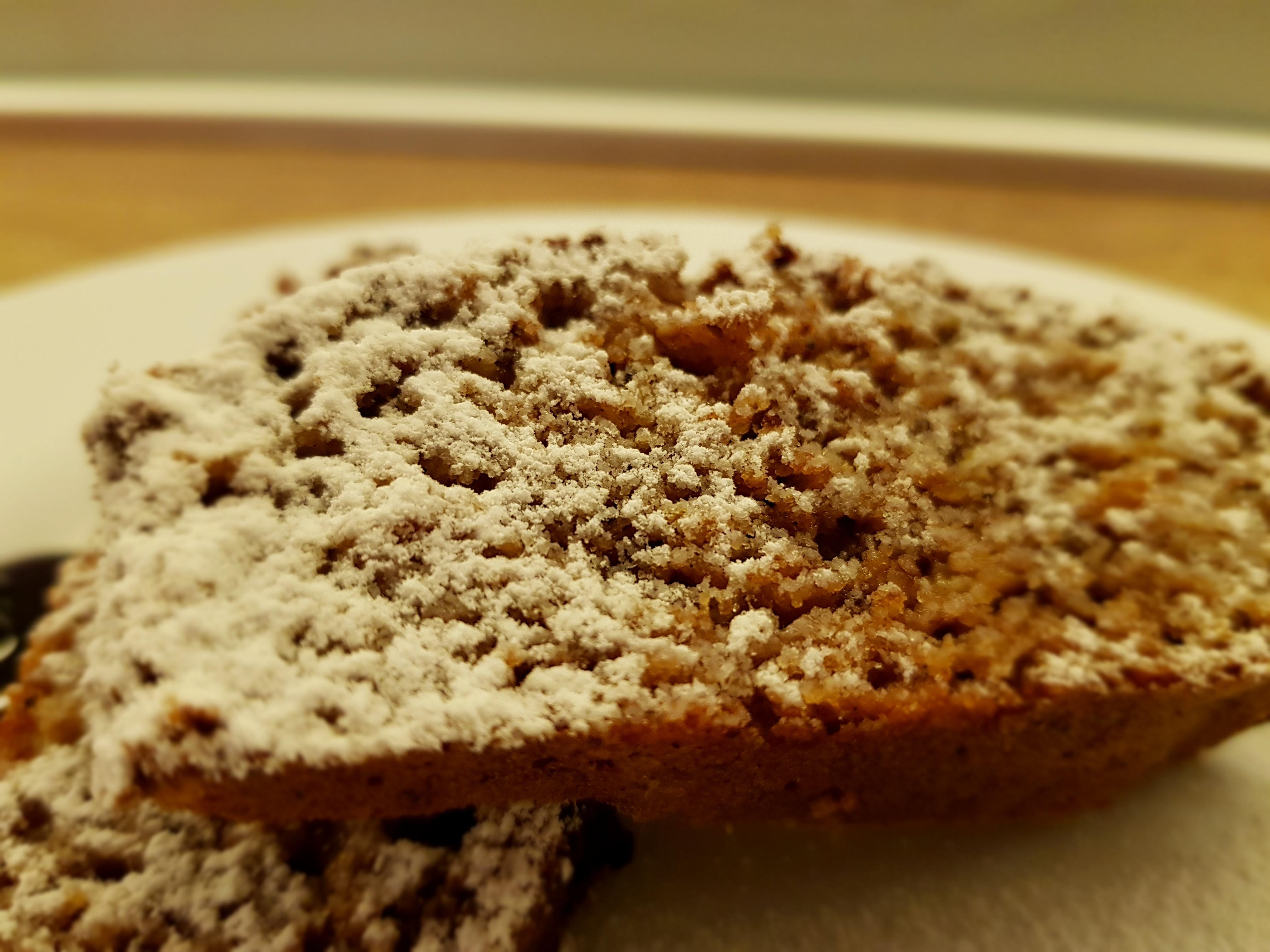 традиционен сладкиш с ябълки и брашно от лимец