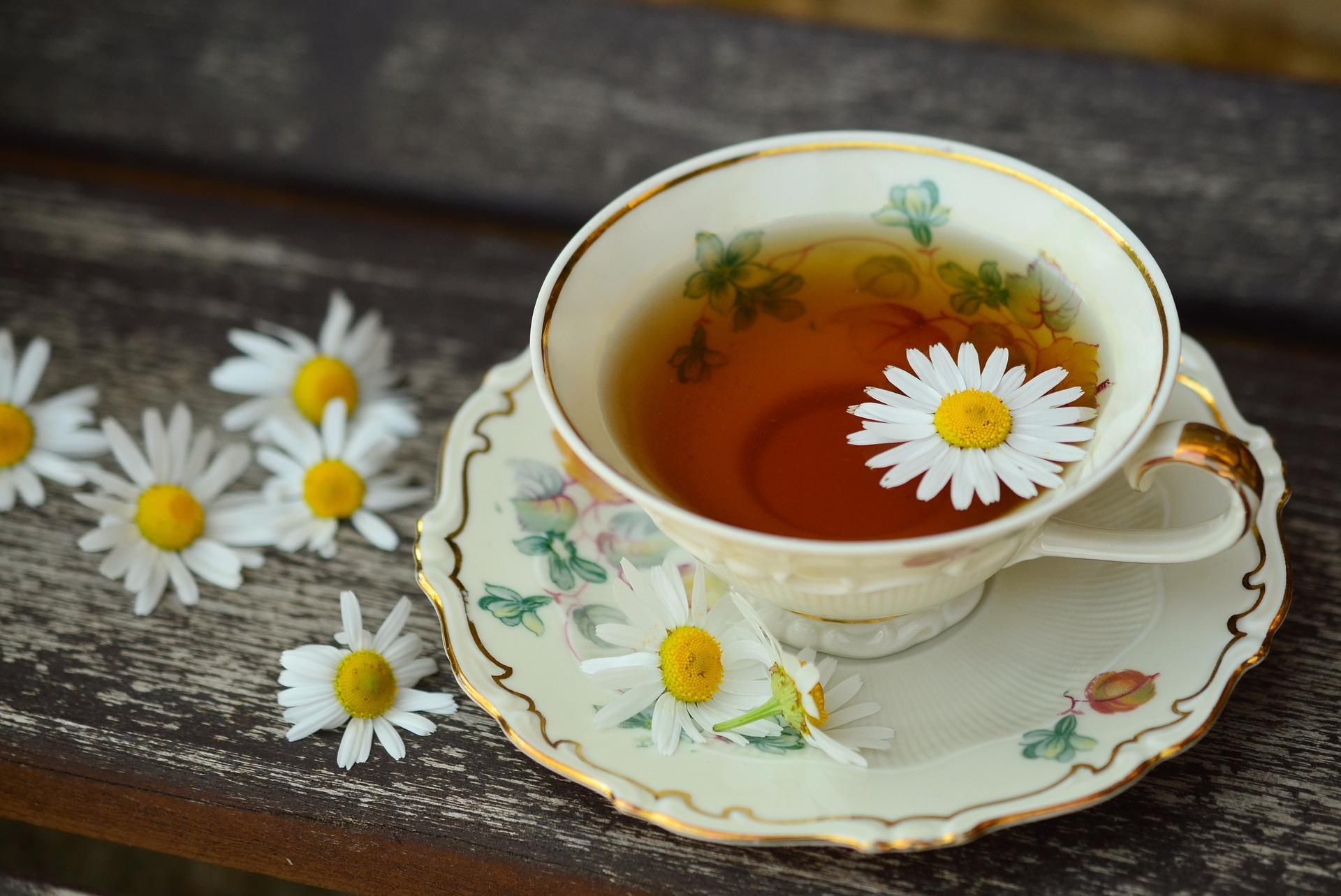 Чай от малинови листа, чай от коприва, чай от лайка, чай от джинджифил