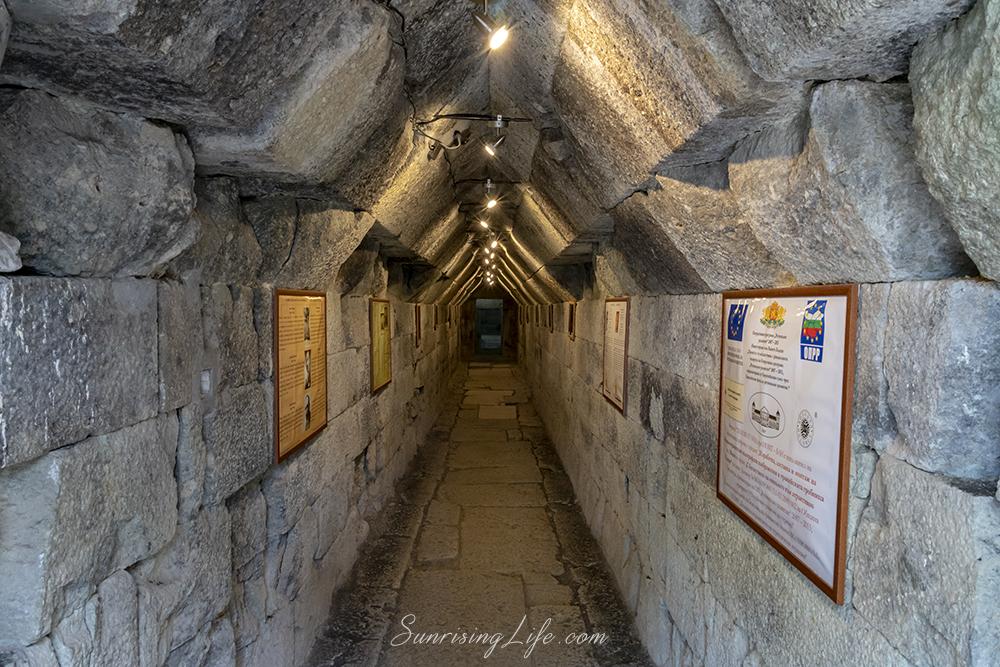 Тракийската куполна гробница край Мезек