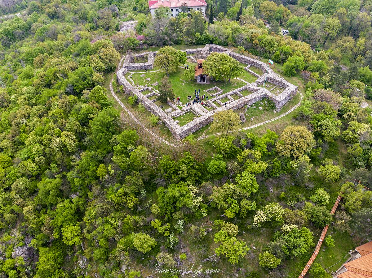 Крепостта в село Минерални бани