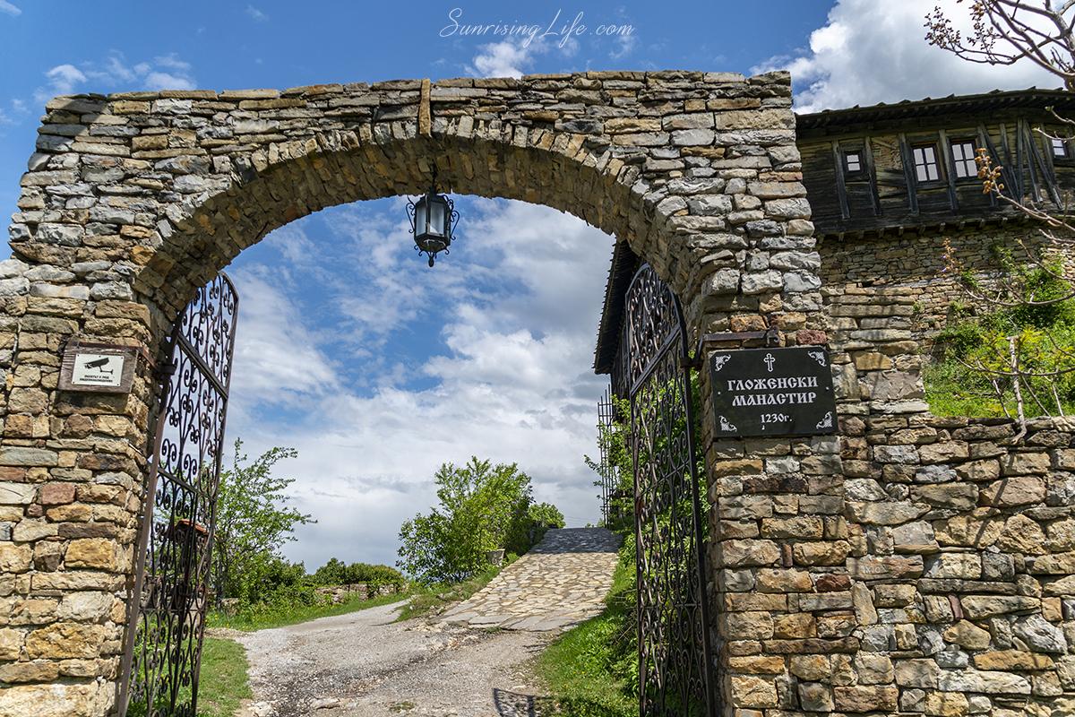 разходка близо до София - гложенски манастир