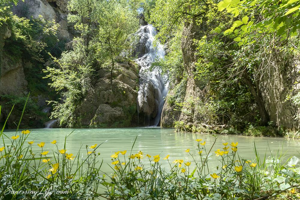 Леснодостъпен водопад близо до Велико Търново - Хотнишки водопад