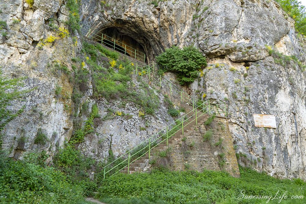 Еменска пещера край село Емен
