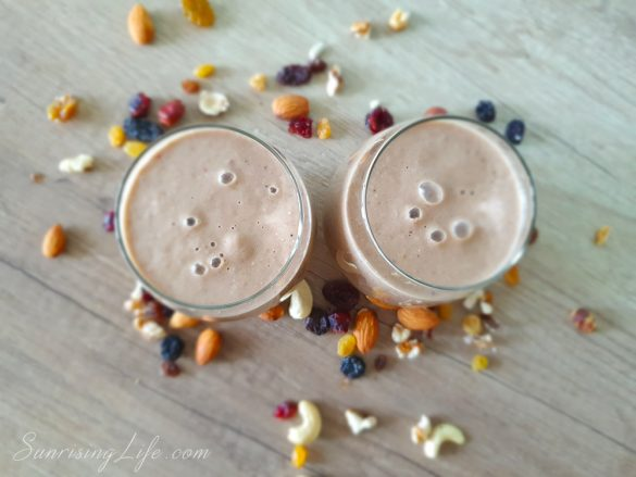 здравословна закуска - смути с конопен протеин и гъби шийтаке