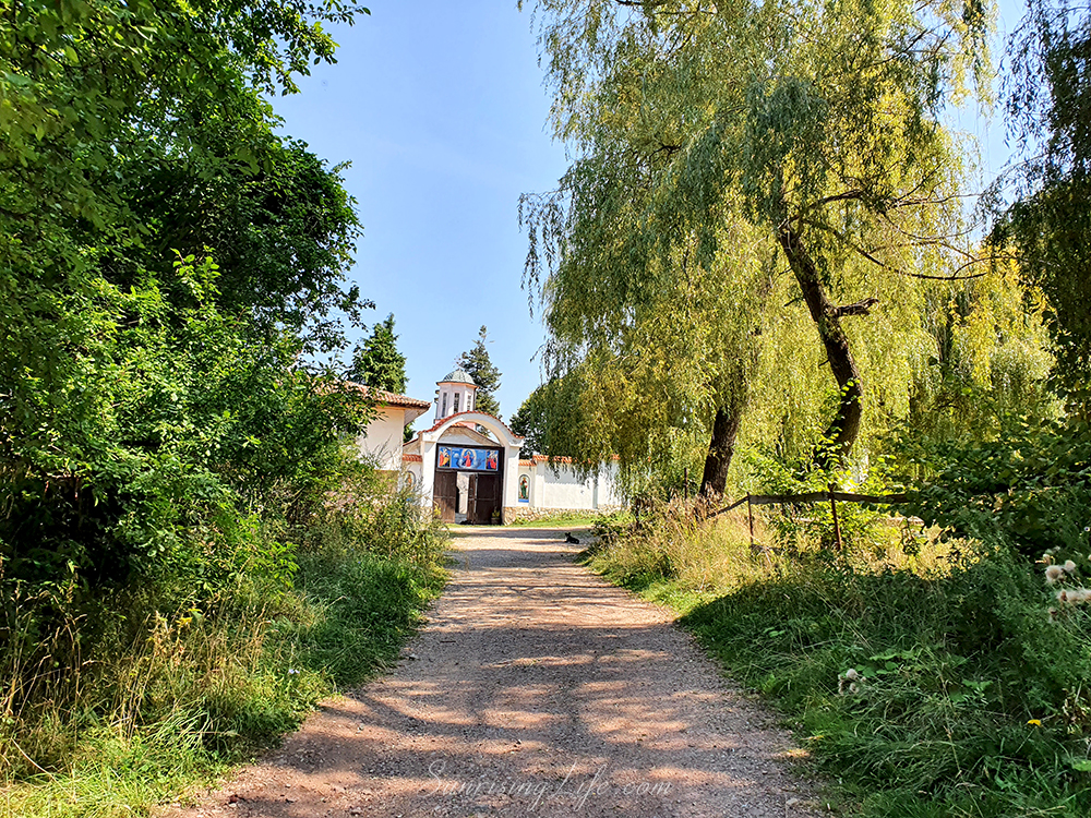 връх половрак - лозенска планина, лознски манастир